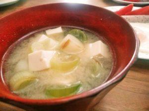 ネギと豆腐の味噌汁