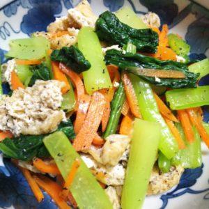 小松菜とニンジンの黒胡麻和え