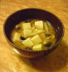 高野豆腐としめじの味噌汁