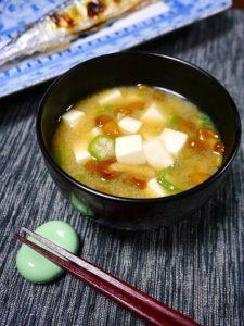 オクラとナメコの味噌汁