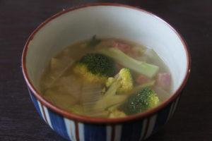 ハムとブロッコリーのスープ