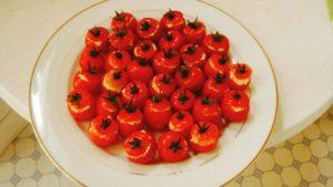 プチトマトのツナマヨ詰め